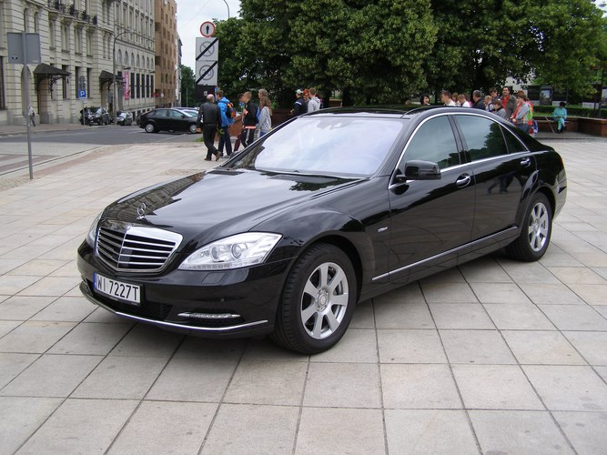 Luxury limousine hire – Mercedes S-class and Mercedes E-class limos